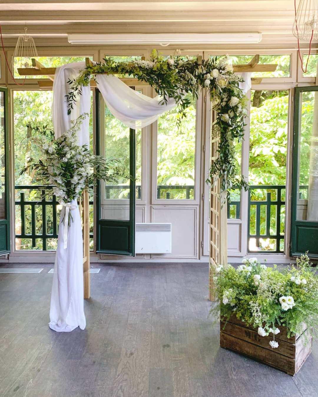 ceremonie-mariage-arche-blanche-chic