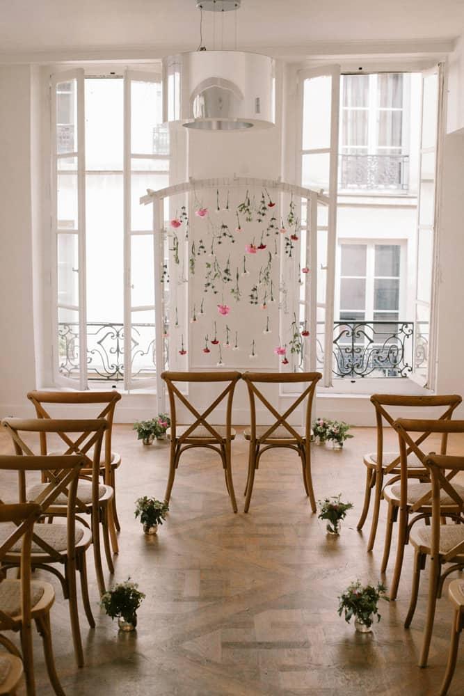 ceremonie-mariage-arche-fleurs-allee