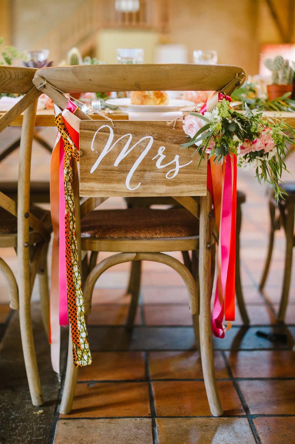chaises-maries-champetre-fleurs-mariage