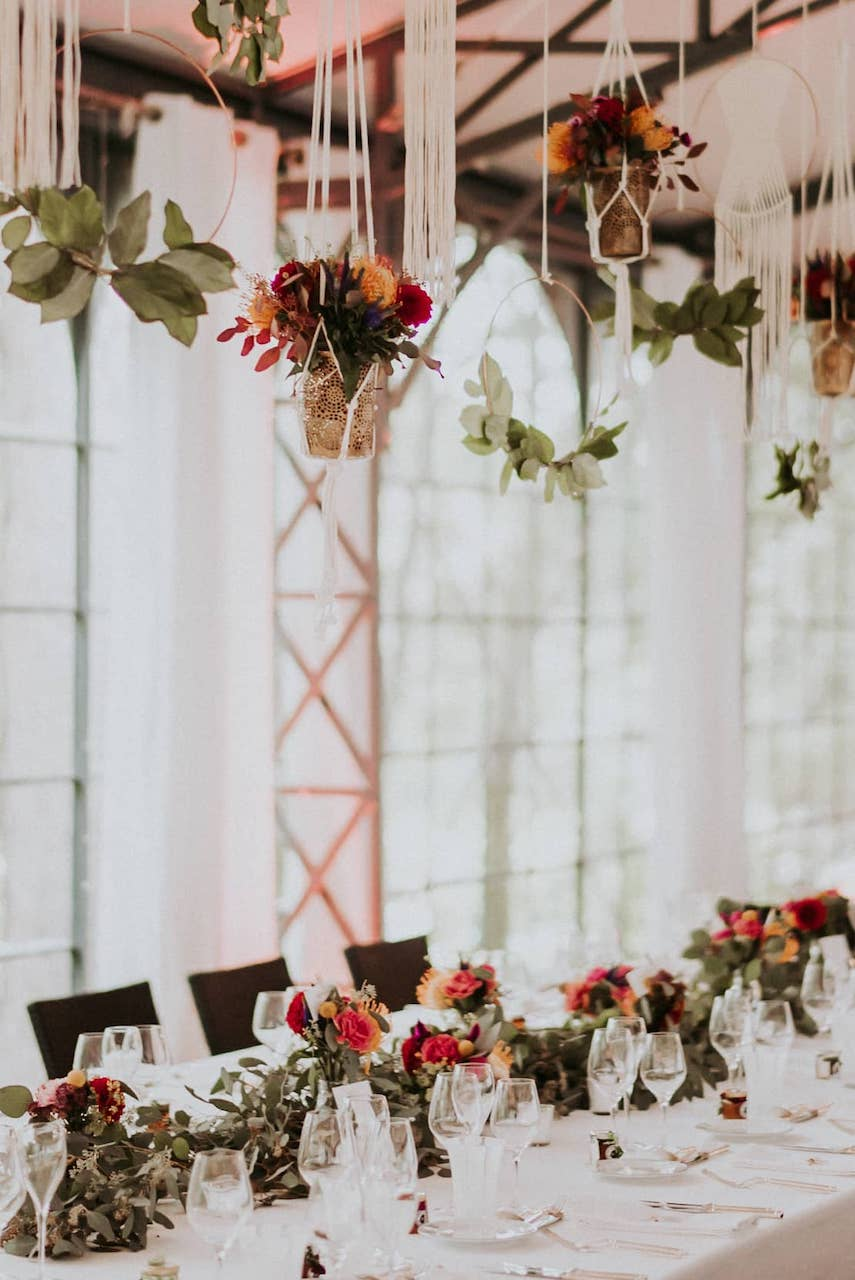lieu-reception-campagne-suspension-chemin-table-mariage