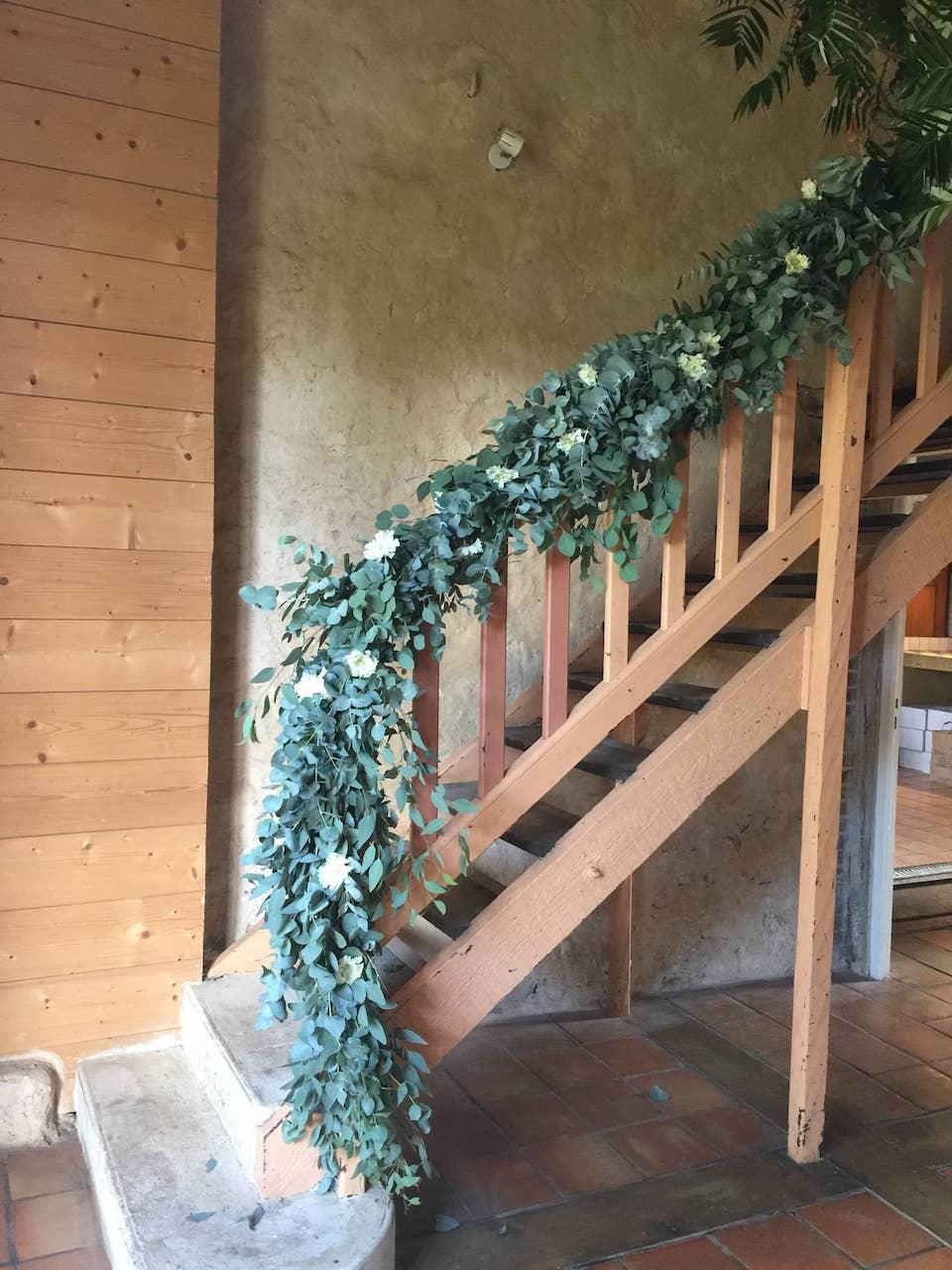 lieu-reception-guirlande-vegetal-decoration-rembarde-mariage