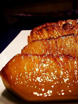 Ananas rôti au four, sirop aux épices