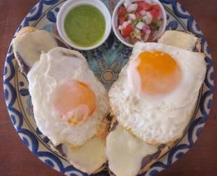 Molletes aux œufs