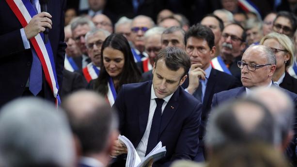Grand débat national:  Après 7 heures de dialogue, Macron annonce l'acte 2 de son mandat