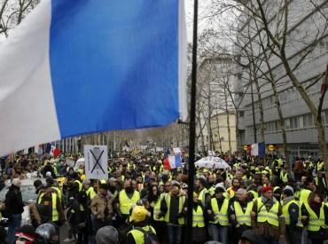 Les gilets jaunes ont marché contre les violences policières - Heurts à Paris et Bordeaux