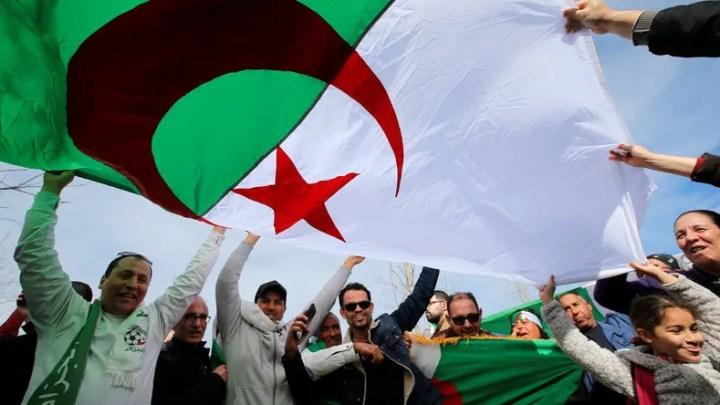 Révolution algérienne et révolutions de palais.