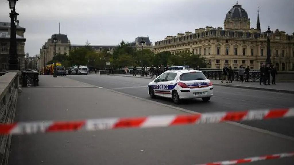 Attaque au couteau à Paris – Vidéo