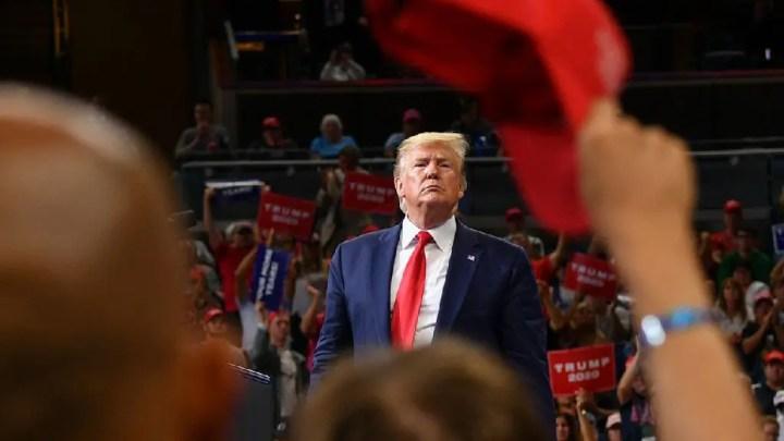 Les sondages donnent Trump perdant, mais réélu.