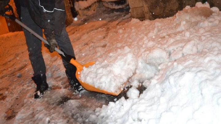Neige en France : un mort et 300 000 foyers privés d'électricité en Auvergne-Rhône-Alpes