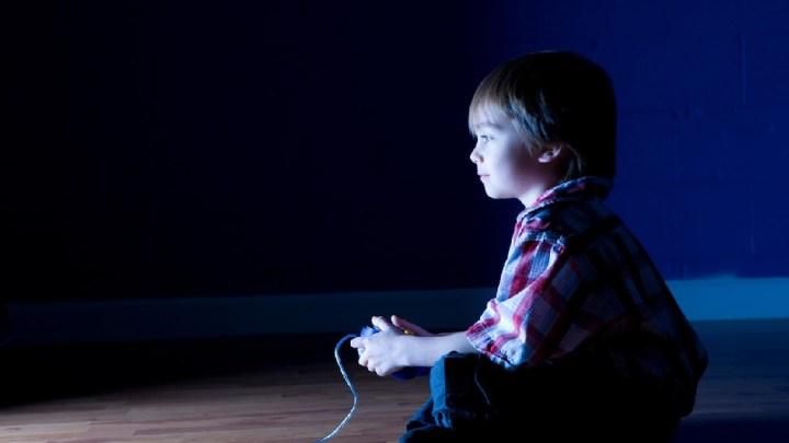 Votre enfant passe-t-il trop de temps devant les écrans ?