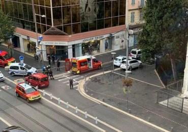 Attaques au couteau à Nice et à Avignon