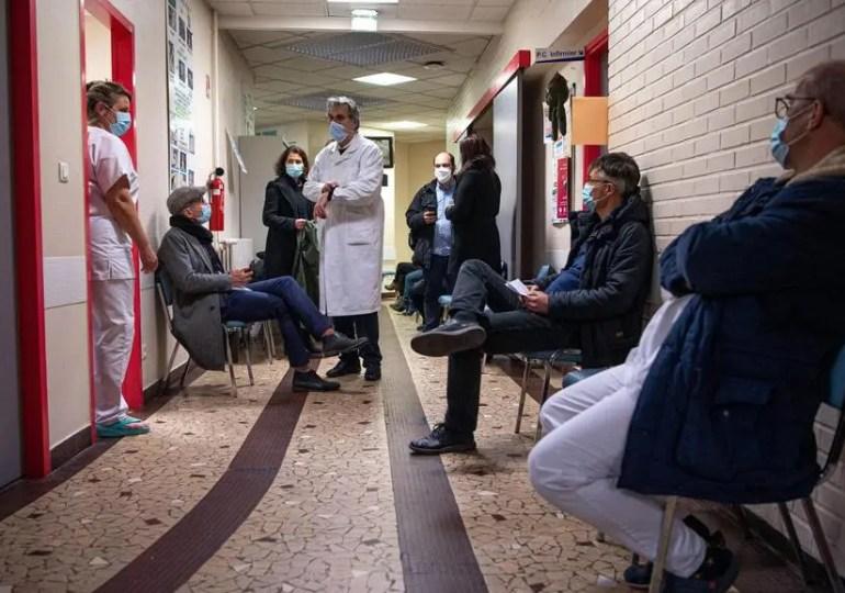 Vaccination Covid-19 : le gouvernement rame pour atteindre un « rythme de croisière »