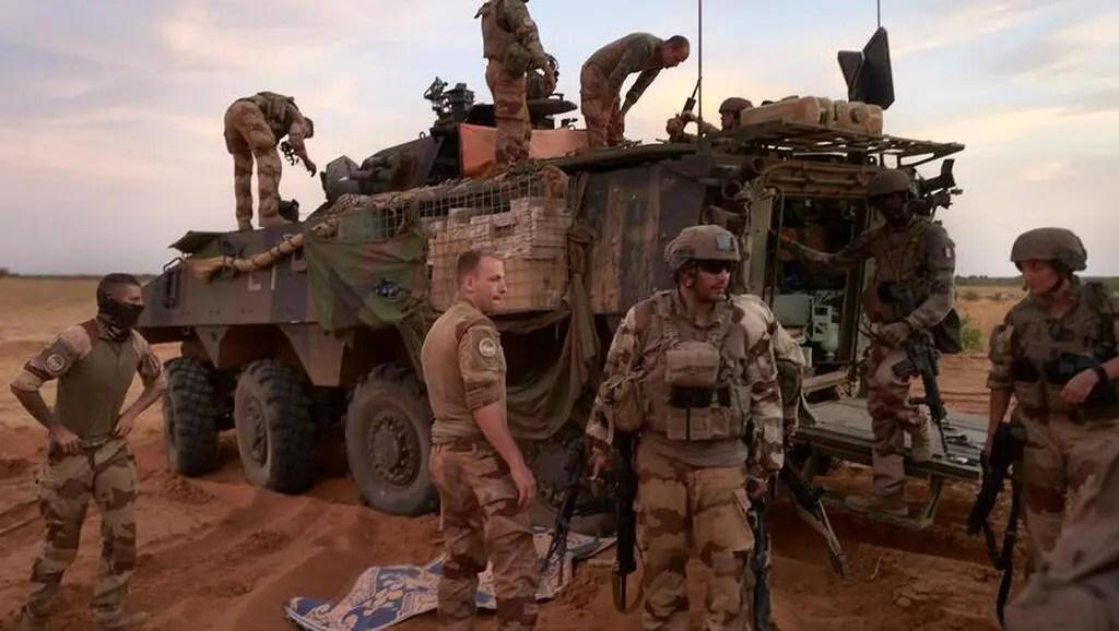 """Les troupes françaises de L'opération """"Barkhane"""" sont engagées au Sahel depuis 2013 dans la lutte contre les groupes terroristes"""