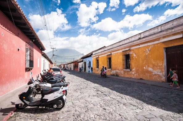 Rue aux maisons colorées Antigua