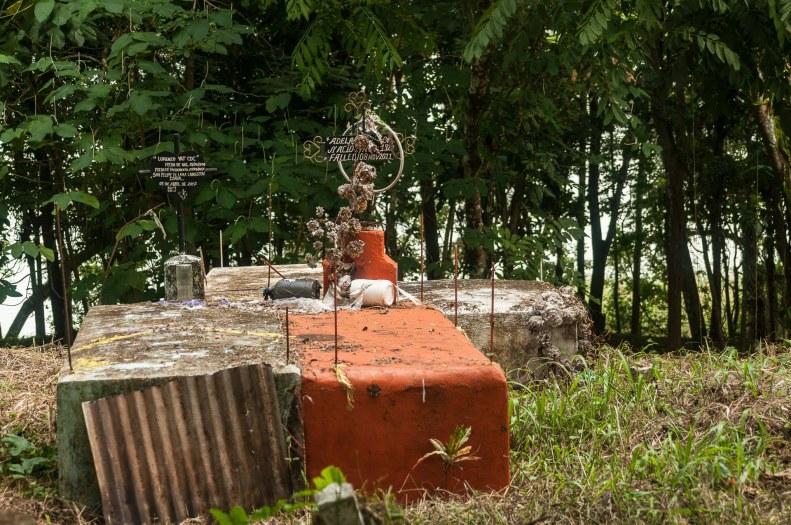 rio dulce tombes guatemala