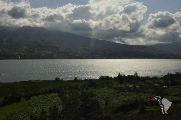 Le lac et quelques rayons de soleil divins