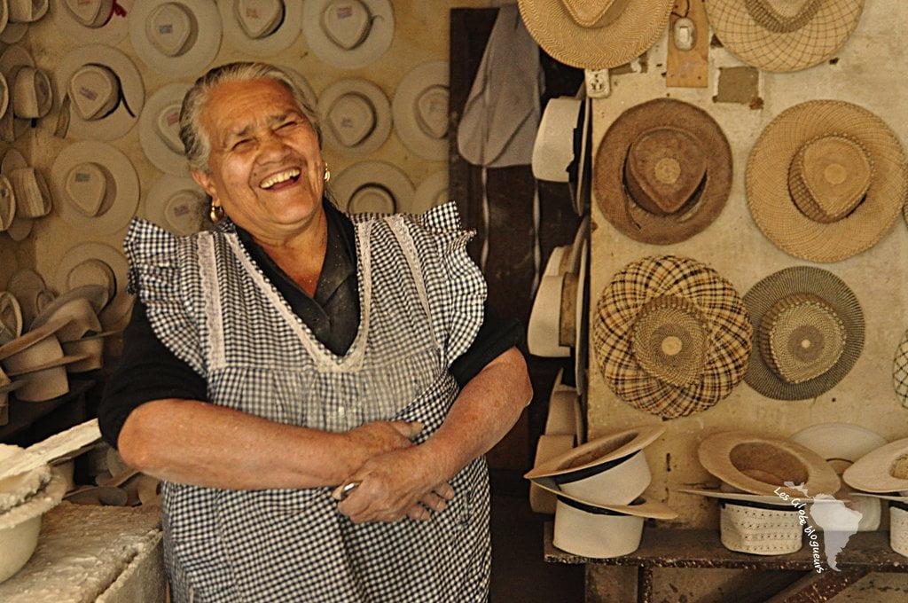 Blanchisseuse de chapeau qui nous a gentillement ouvert son atelier et indiqué la direction du lieu de fabrication des chapeaux