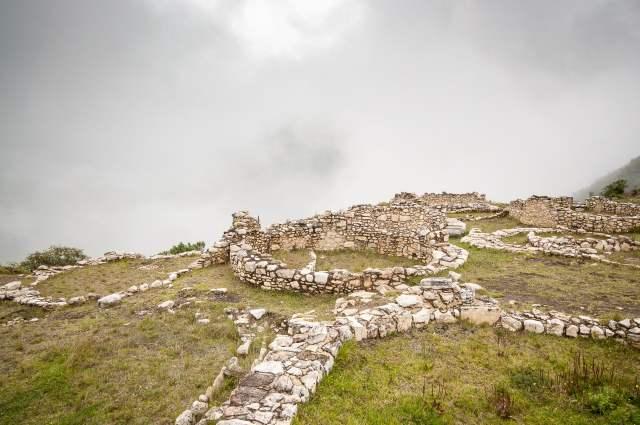 kuelap-ruines-village