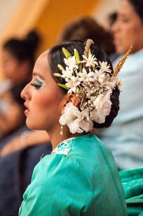 Danseuse concentrée dans l'attente de son passage
