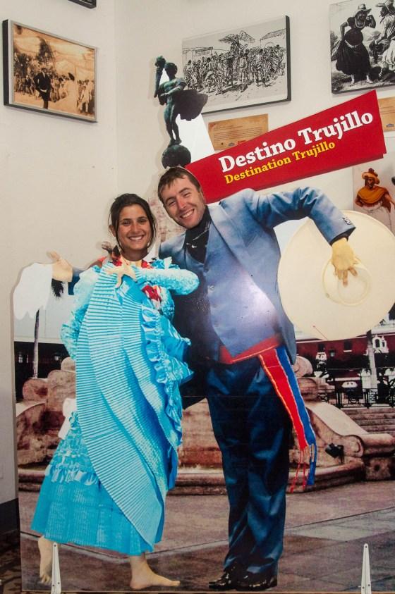 En mode danseurs de Marinera, vous remarquerez à quel point nos trombines collent avec les costumes
