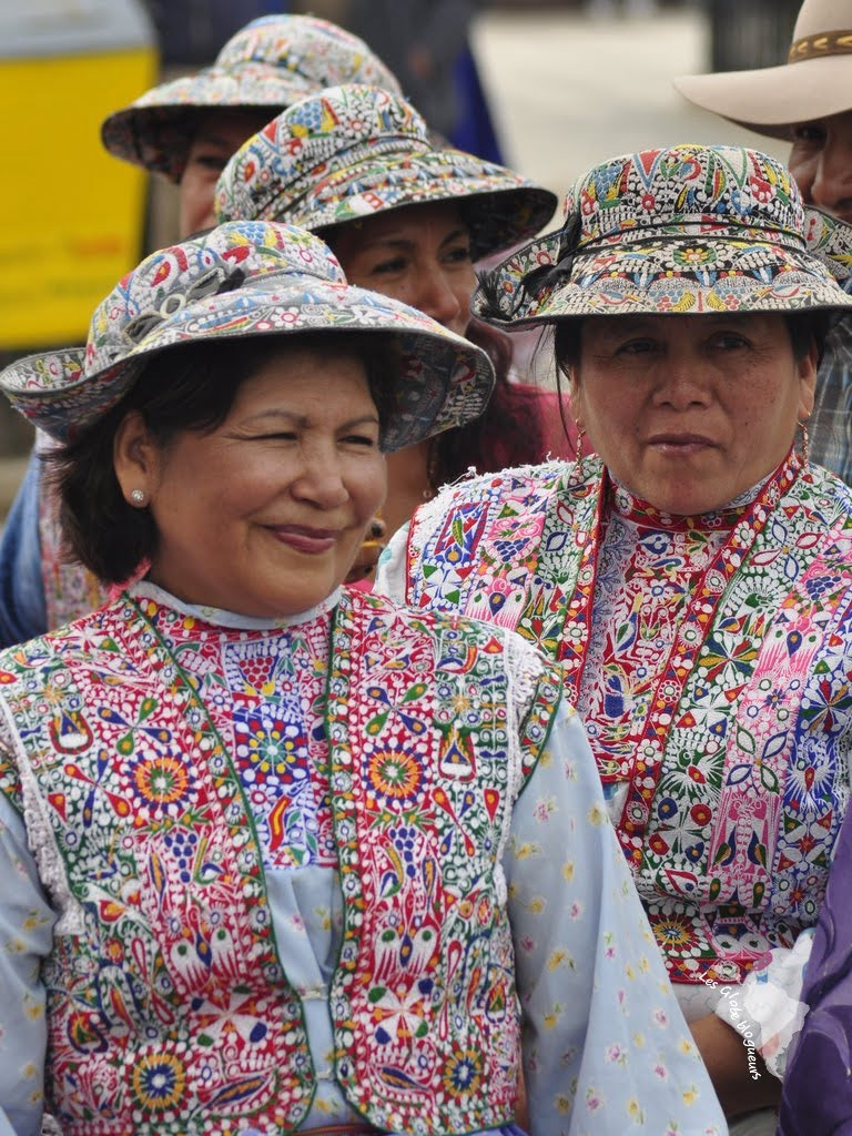 femmes canyon colca habits traditionnels