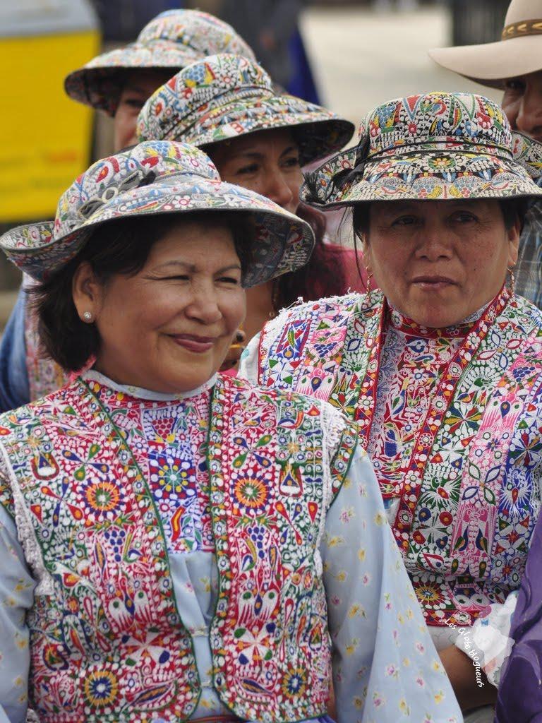 femmes canyon colca habits traditionnels