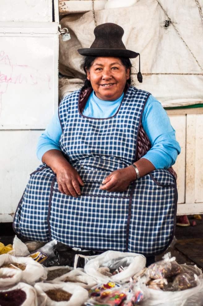 Sylvia, vendeuse d'encens avec qui j'ai papoté et qui a réussi à me refourguer quelques poudres étranges