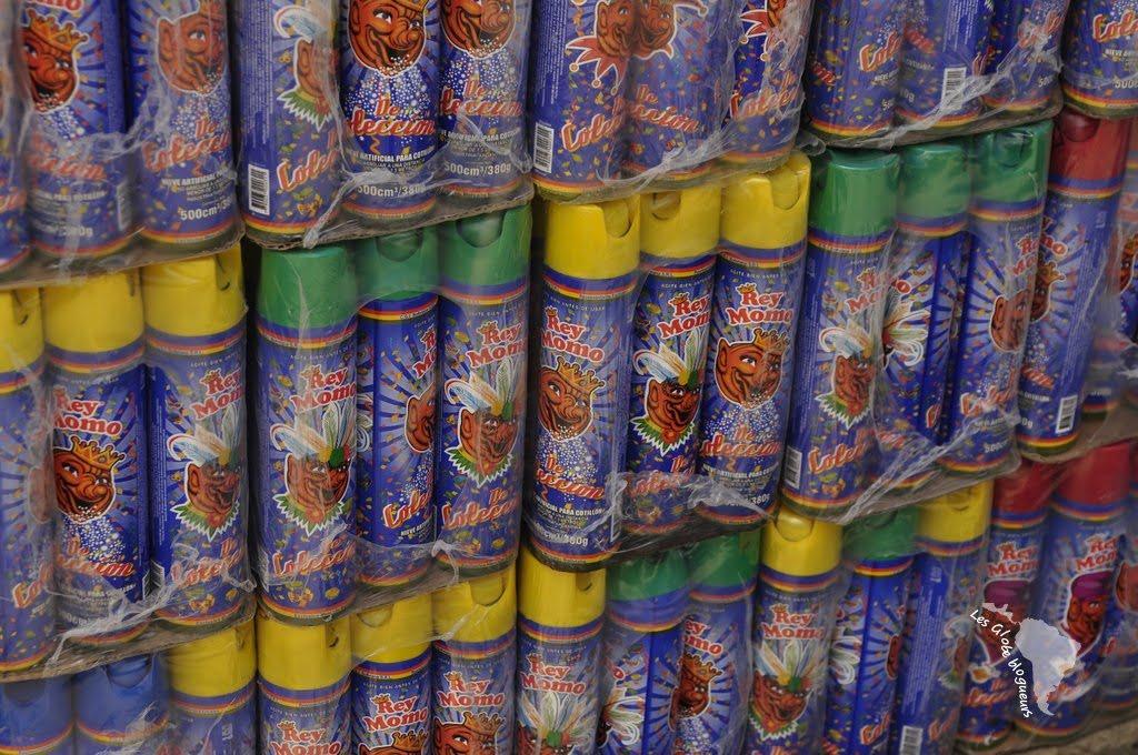 L'accessoire incontournable du carnaval : la bombe de mousse !