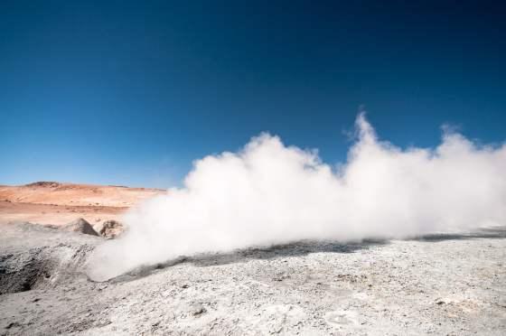 fumée volcan ciel