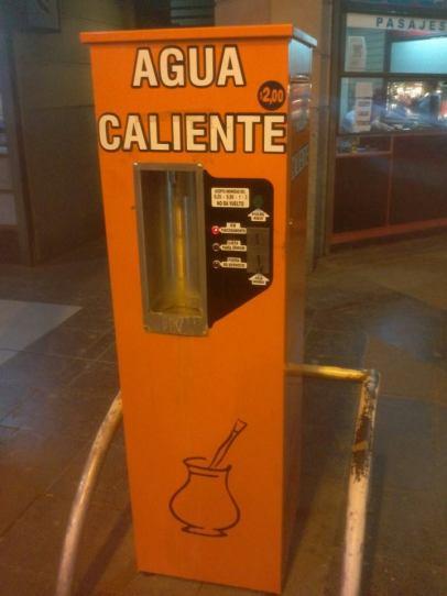 Ils sont tellement fous de maté qu'on trouve même des distributeurs d'eau chaude dans les gares !