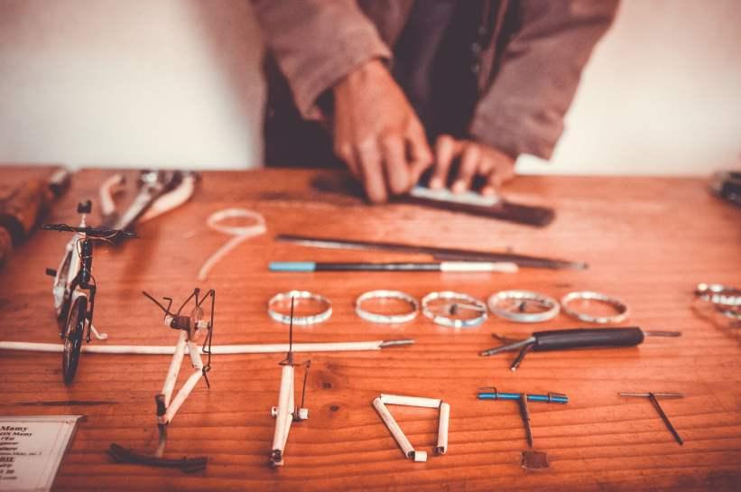 Les différentes pièces du vélo et leurs étapes d'assemblage