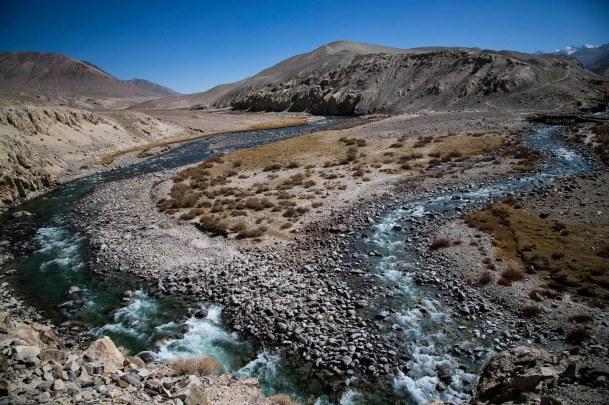 Le Piandj se forme du rassemblement de deux autres rivières le Pamir et le Wakhan-Daria. Tadjikistan