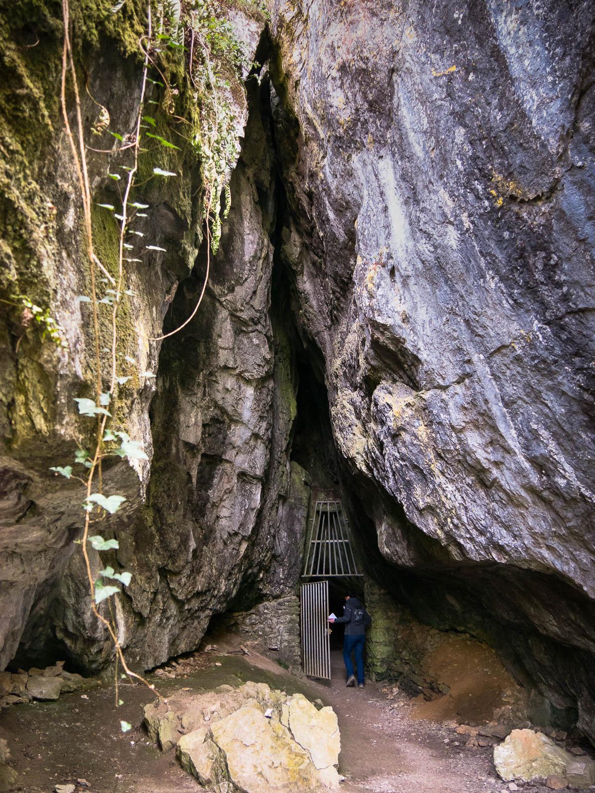 L'entrée de la grotte Margot à Saulges