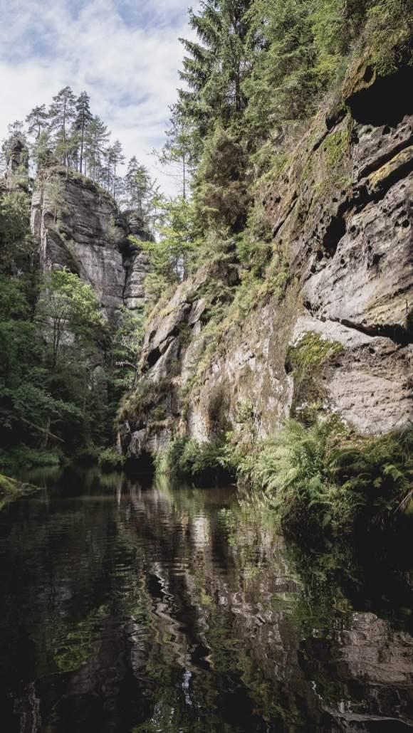 gorge de kamenice en bohême du nord - république tchèque