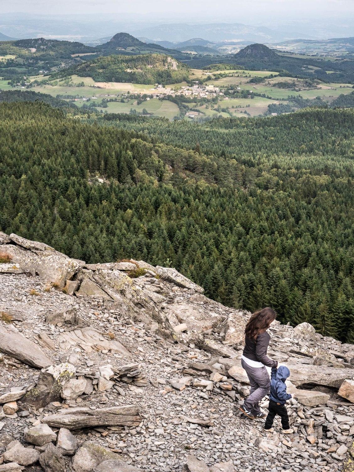 Au sommet du pic du lizieux, avec vue sur les volcans