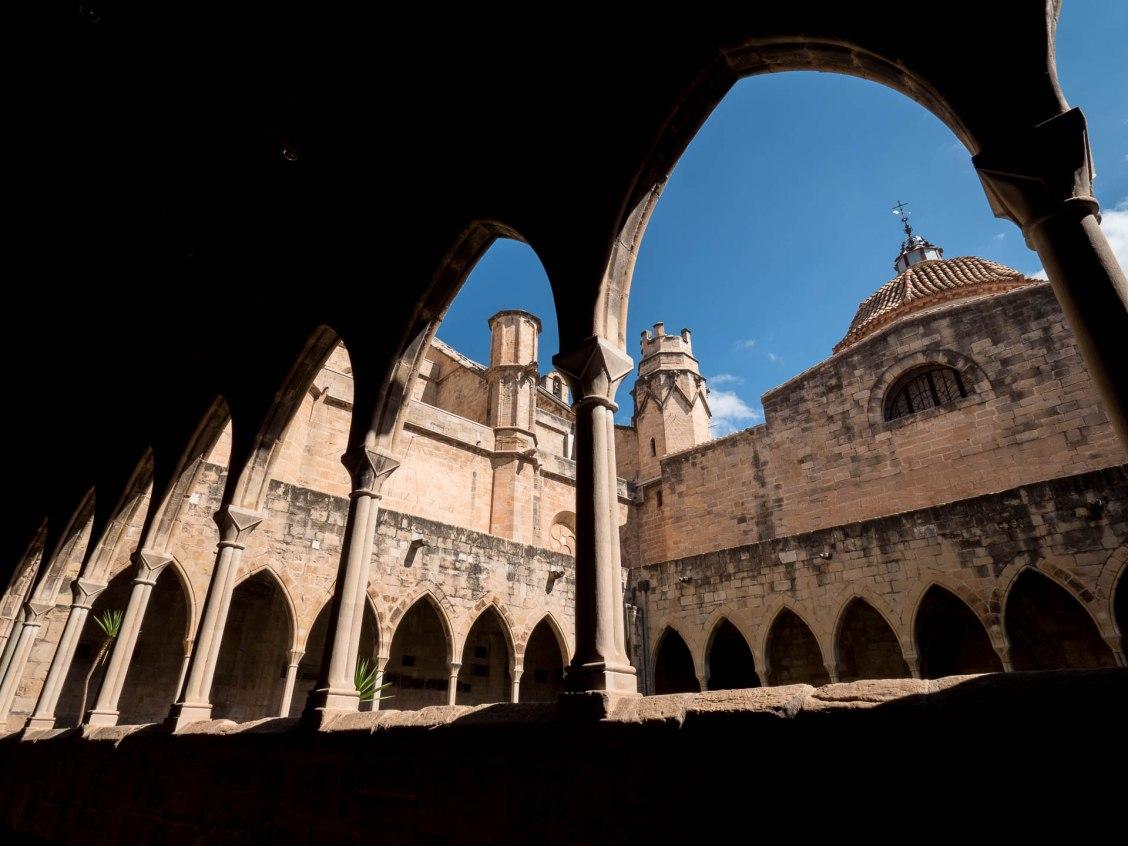 tortosa cathédrale cour arcade