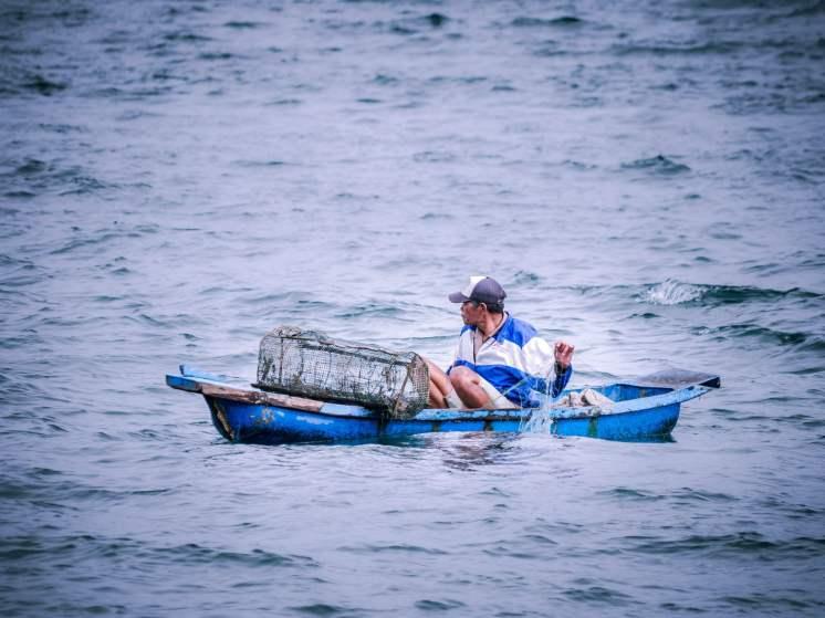 Pêcheurs sur le lac Toba à Sumatra en Indonésie