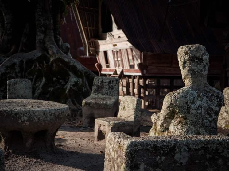 lac toba stone chair