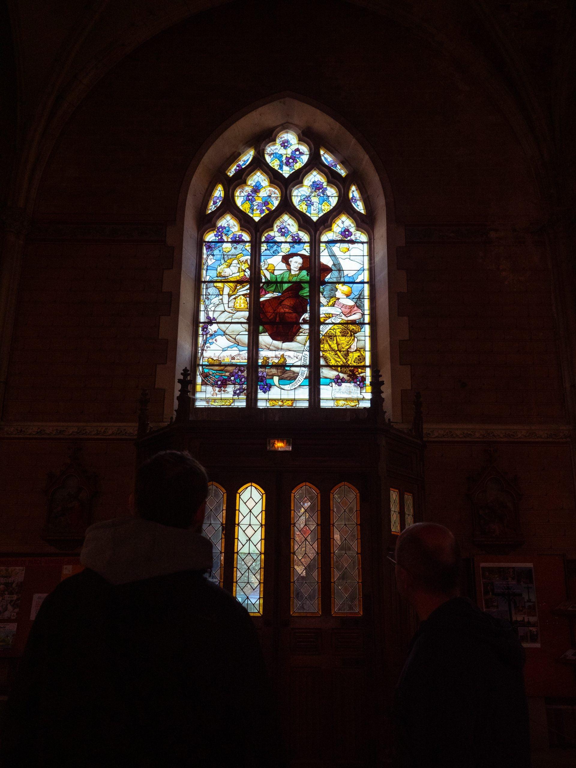 vitrail église parcé sur sarthe