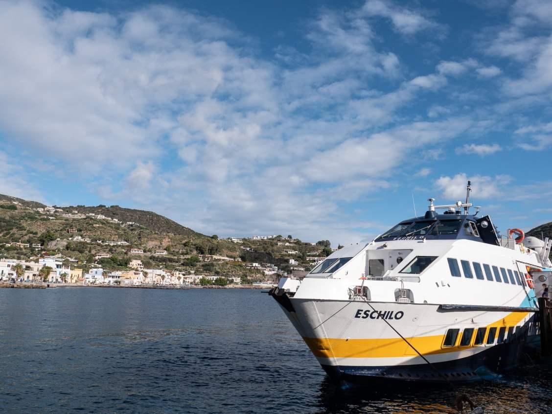 ferry lipari milazzo iles éoliennes sicile
