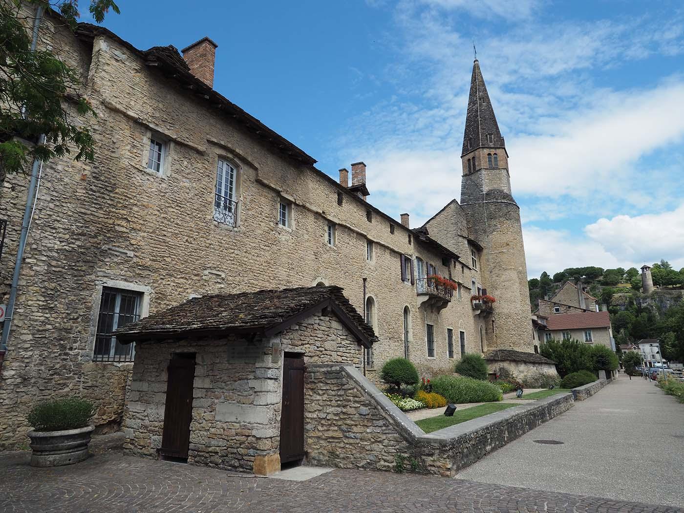 Visiter l'Isère - Crémieu