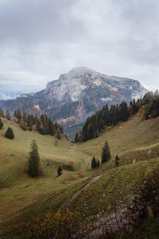 Visiter l'Isère - randonnée charmant Som