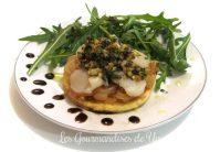 Tartelettes croustillantes : oignons caramélisés au Sauternes, saint-jacques, ciboulette et noix