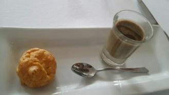 Crème de lentille et huile de courge. Gougère au fromage.