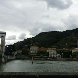 ue sur Tournon-sur-Rhône et son fameux pont
