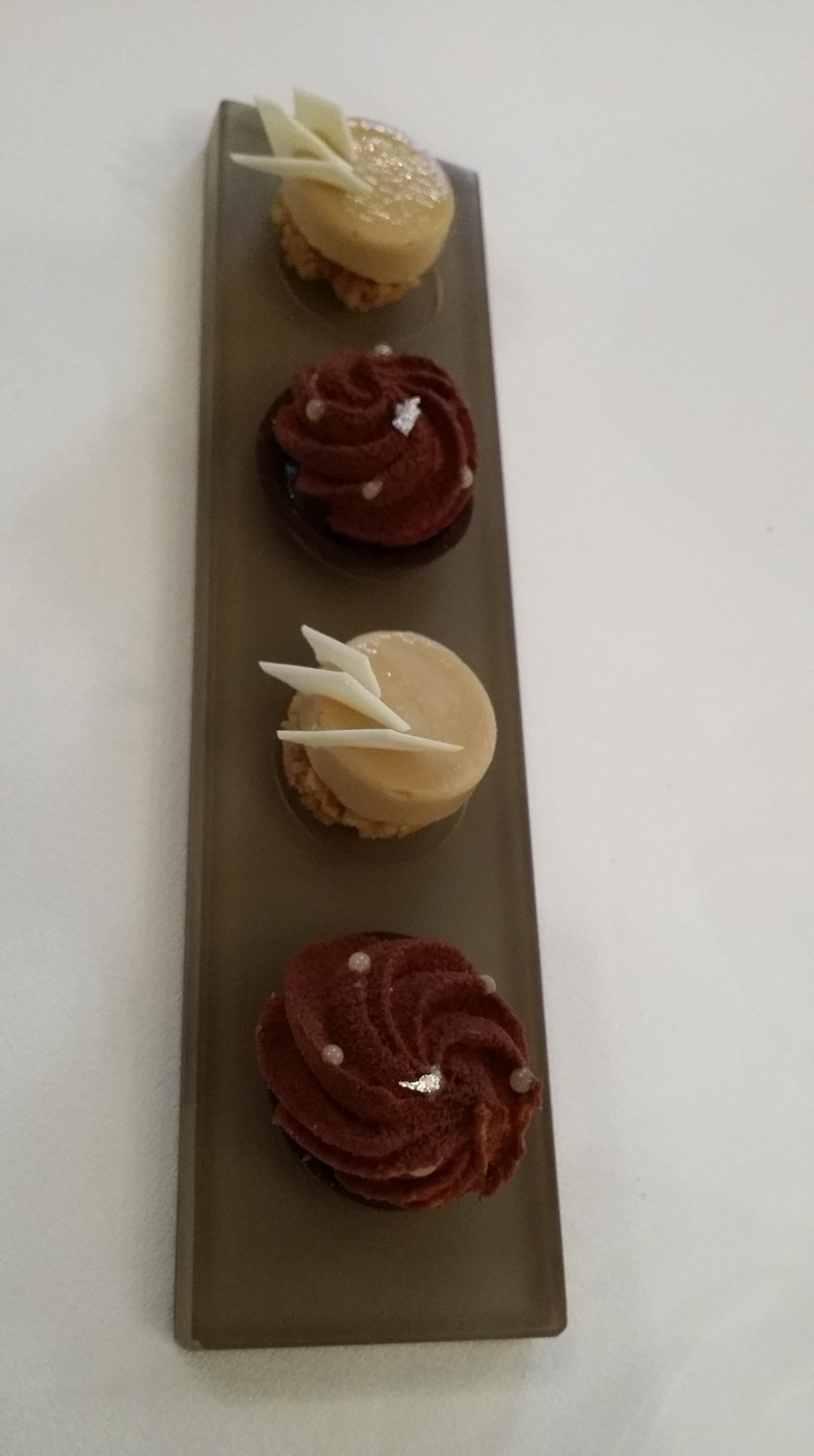 Mignardises...intéressante bouchée de chocolat à l'huile d'olive