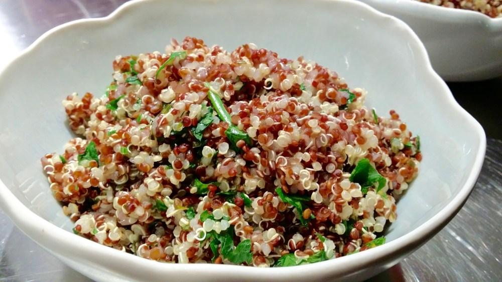 Quinoa aux câpres, citron et persil.