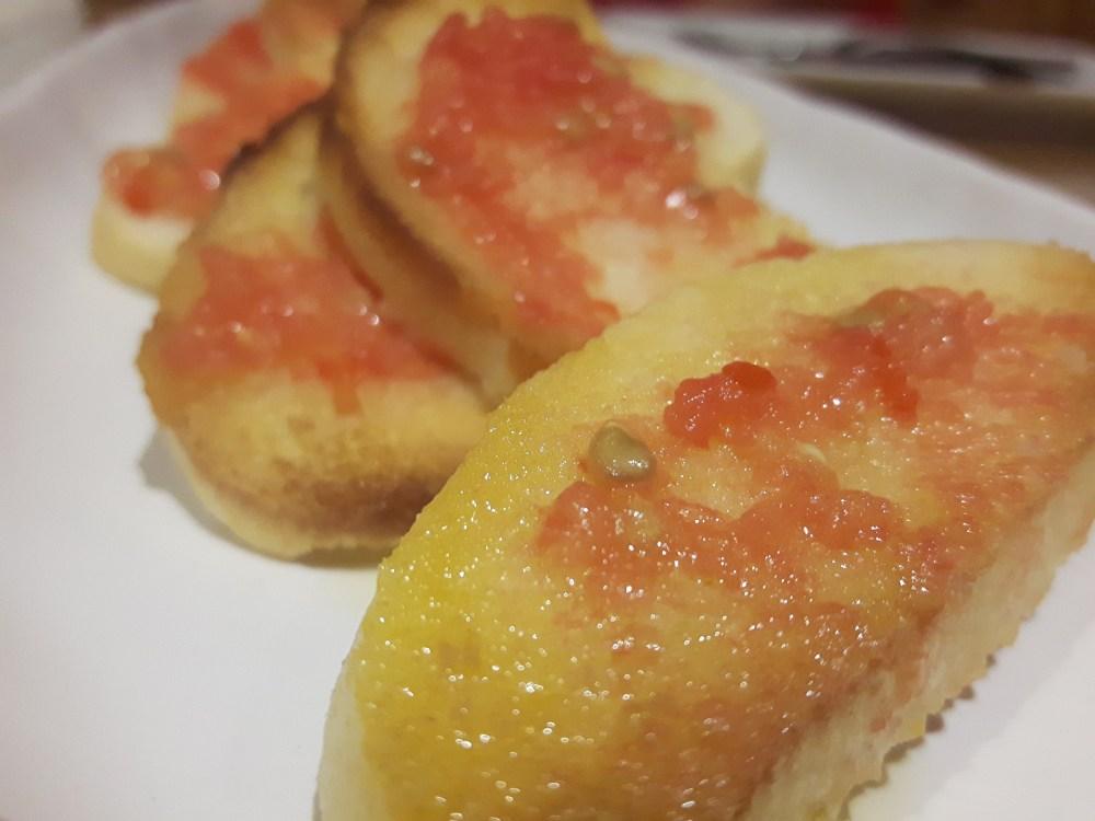 Jamón de Guijuelo con pan con tomate.