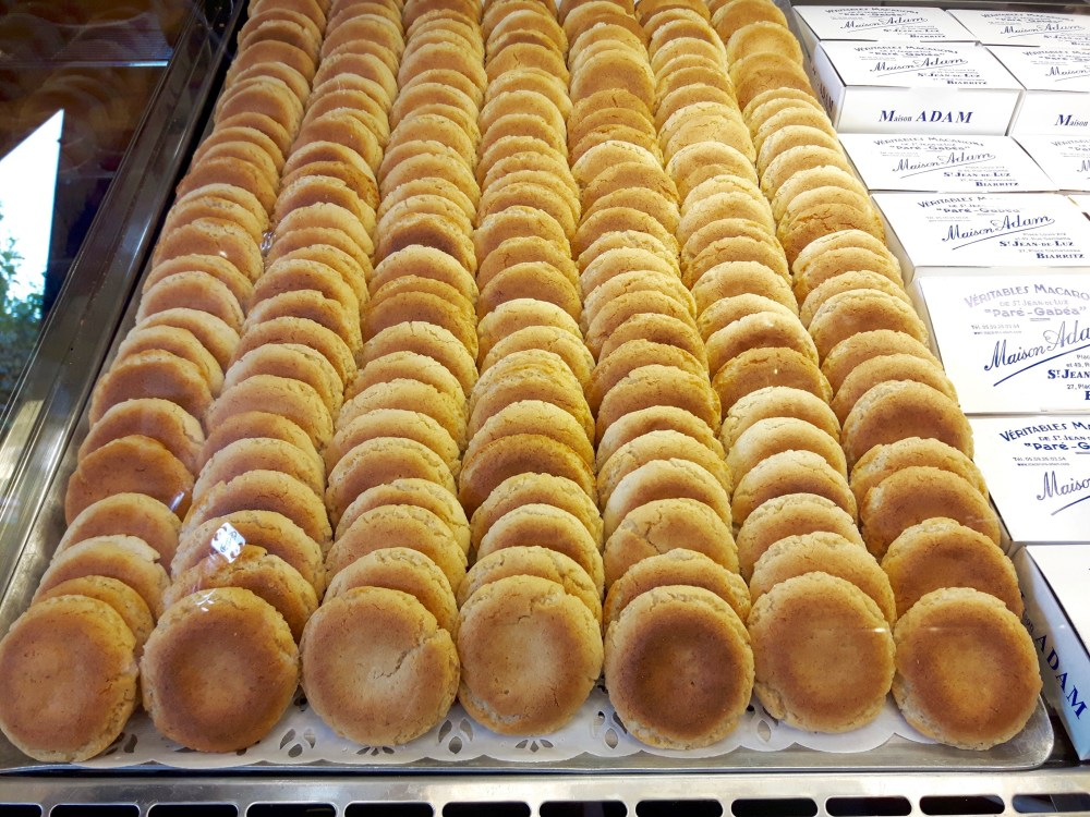 Les célèbres macarons de la maison Adam.