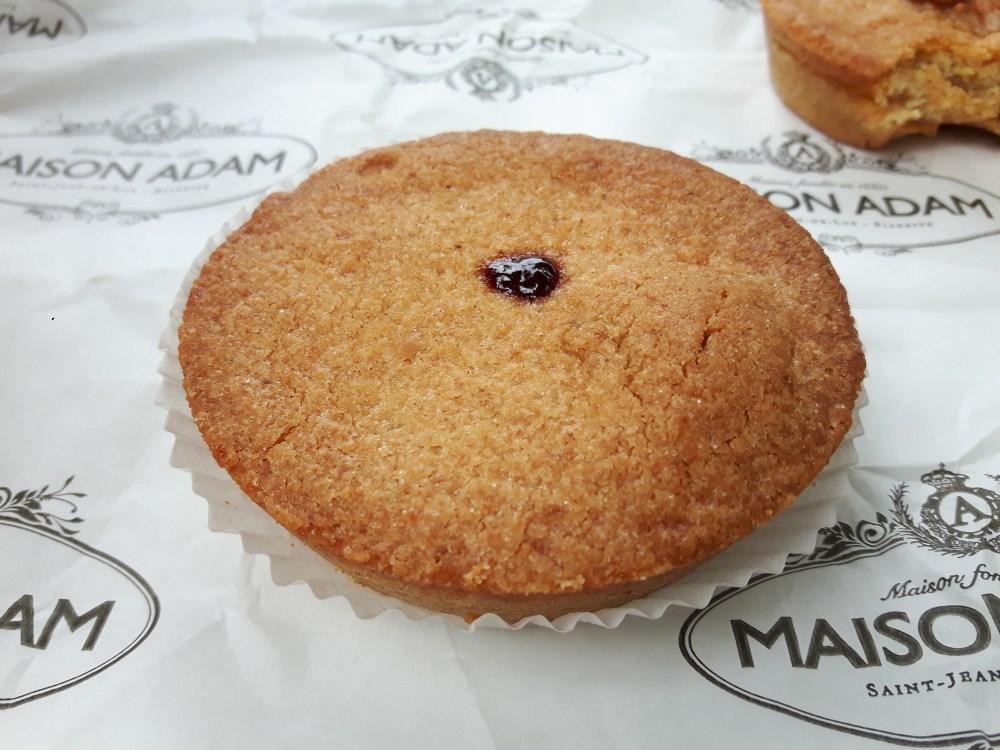 Sans oublier le célèbre gâteau basque à la cerise noire.
